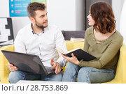 Купить «Couple with laptop», фото № 28753869, снято 24 мая 2018 г. (c) Яков Филимонов / Фотобанк Лори