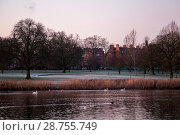 Купить «London wakes up to a frosty morning on the first working day of 2017 Featuring: Hyde Park Where: London, United Kingdom When: 03 Jan 2017 Credit: WENN.com», фото № 28755749, снято 3 января 2017 г. (c) age Fotostock / Фотобанк Лори