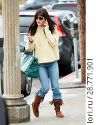Купить «Selma Blair finds her parking meter already paid when she s seen out and about wearing high top moccasins Featuring: Selma Blair Where: Los Angeles, California...», фото № 28771901, снято 3 февраля 2017 г. (c) age Fotostock / Фотобанк Лори
