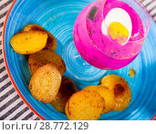 Купить «cold beet soup in verrin glass serving on plate with fried potatoes», фото № 28772129, снято 26 июня 2018 г. (c) Татьяна Яцевич / Фотобанк Лори