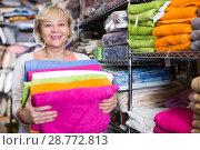 Купить «adult woman consumer with bath towel», фото № 28772813, снято 29 ноября 2017 г. (c) Яков Филимонов / Фотобанк Лори