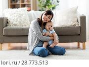 Купить «happy young mother with little baby at home», фото № 28773513, снято 23 февраля 2018 г. (c) Syda Productions / Фотобанк Лори