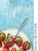 Купить «Organic yogurt in a bowl with freshly cut strawberries on a blue coOrganic yogurt in a bowl with freshly cut strawberries on a blue concrete background. Top view and close-up. Flatlay», фото № 28773929, снято 13 мая 2018 г. (c) Tetiana Chugunova / Фотобанк Лори