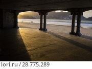 Купить «La Concha beach in San Sebastian seen through the arcade of the promenade, Donostia, Guipúzcoa, Spain», фото № 28775289, снято 16 августа 2018 г. (c) age Fotostock / Фотобанк Лори