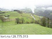 Купить «Moment that starts to snow on the meadows of Abaltzisketa, Guipúzcoa, Spain», фото № 28775313, снято 16 августа 2018 г. (c) age Fotostock / Фотобанк Лори