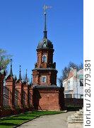 Купить «Угловая башня ограды (построена в 1880-х годах). Волоколамский Кремль. Город Волоколамск. Московская область. Россия», эксклюзивное фото № 28779381, снято 6 мая 2015 г. (c) lana1501 / Фотобанк Лори