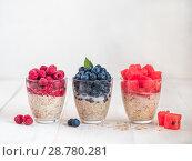 Купить «overnight oats with berries», фото № 28780281, снято 17 июля 2018 г. (c) Ольга Сергеева / Фотобанк Лори