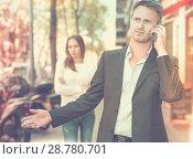 Купить «Man ignoring frustrated girl», фото № 28780701, снято 11 апреля 2017 г. (c) Яков Филимонов / Фотобанк Лори