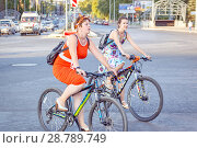 Купить «Russia, Samara, July 2017: Women's beautifully decorated bicycles waiting for their owners .Beautiful smart girls ride bicycles through the streets of the city. Traditional bike ride dressed up girls.», фото № 28789749, снято 20 августа 2017 г. (c) Акиньшин Владимир / Фотобанк Лори