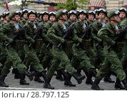 Купить «Десантники 331-го гвардейского парашютно-десантного Костромского полка во время генеральной репетиции парада на Красной площади в честь Дня Победы», фото № 28797125, снято 6 мая 2018 г. (c) Free Wind / Фотобанк Лори