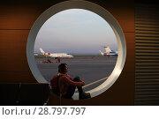 Купить «Tourist girl sitting at the airport window», фото № 28797797, снято 13 сентября 2017 г. (c) Алексей Кузнецов / Фотобанк Лори