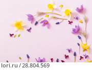 Купить «spring flowers on paper background», фото № 28804569, снято 28 апреля 2018 г. (c) Майя Крученкова / Фотобанк Лори