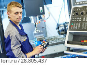 Купить «industrial worker operating cnc milling machine in metal machining industry», фото № 28805437, снято 26 мая 2016 г. (c) Дмитрий Калиновский / Фотобанк Лори