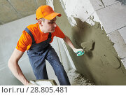 Купить «Renovation at home. Plasterer spreading plaster on wall.», фото № 28805481, снято 31 марта 2018 г. (c) Дмитрий Калиновский / Фотобанк Лори