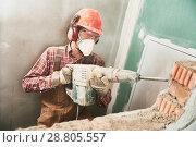 Купить «worker with demolition hammer breaking interior wall», фото № 28805557, снято 8 декабря 2017 г. (c) Дмитрий Калиновский / Фотобанк Лори