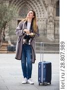 Купить «traveling girl searching for the direction using a booklet in the town», фото № 28807989, снято 27 марта 2017 г. (c) Яков Филимонов / Фотобанк Лори