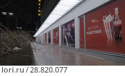 Купить «Cinema with Coca Cola and popcorn banners, night view», видеоролик № 28820077, снято 7 января 2017 г. (c) Данил Руденко / Фотобанк Лори