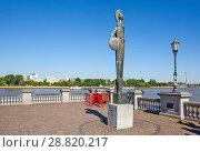 Купить «Монумент богине Минерве – статуя римской богини мудрости, возвышающаяся на южной террасе набережной реки Шельда. Антверпен. Бельгия», фото № 28820217, снято 5 мая 2018 г. (c) Сергей Афанасьев / Фотобанк Лори