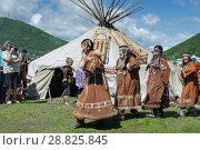 Купить «Концерт фольклорного танцевального коллектива коренных народов полуострова Камчатка», фото № 28825845, снято 11 июля 2015 г. (c) А. А. Пирагис / Фотобанк Лори
