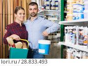 Купить «Adult female with male are demonstraiting paint», фото № 28833493, снято 16 февраля 2018 г. (c) Яков Филимонов / Фотобанк Лори