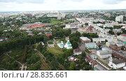 Купить «Panoramic aerial view of city center and Golden Gate in Vladimir, Russia», видеоролик № 28835661, снято 29 июня 2018 г. (c) Яков Филимонов / Фотобанк Лори