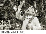 Купить «adult woman on shiny tinsel on fair», фото № 28841681, снято 27 ноября 2017 г. (c) Яков Филимонов / Фотобанк Лори