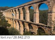 Купить «Roman aqueduct in city of Taragona in summer», фото № 28842213, снято 31 января 2018 г. (c) Татьяна Яцевич / Фотобанк Лори
