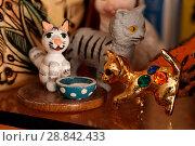 Фигурки котиков декоративные (2018 год). Редакционное фото, фотограф Борис Двойников / Фотобанк Лори