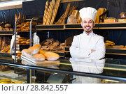 Купить «Baker demonstrate their baked goods», фото № 28842557, снято 26 января 2017 г. (c) Яков Филимонов / Фотобанк Лори