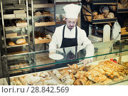 Купить «Cute male pastry maker demonstrating croissant», фото № 28842569, снято 26 января 2017 г. (c) Яков Филимонов / Фотобанк Лори