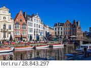 Купить «Красивая средневековая архитектура домов в фламандском стиле. Набережные Граслей и Коренлей. Гент. Бельгия», фото № 28843297, снято 6 мая 2018 г. (c) Сергей Афанасьев / Фотобанк Лори