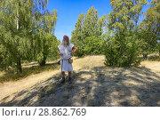 Купить «Björkö, Sweden. A Viking clad guide on a walking tour of the Viking settlement of Birka (9th-10th c. ) in Lake Mälaren.», фото № 28862769, снято 15 июля 2018 г. (c) age Fotostock / Фотобанк Лори