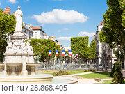 Купить «Famous fountain at Place du Marechal Lyautey, Lyon», фото № 28868405, снято 14 июля 2017 г. (c) Сергей Новиков / Фотобанк Лори