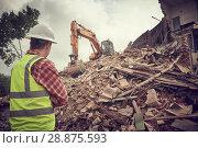 Купить «excavator crasher machine at demolition on construction site», фото № 28875593, снято 14 июля 2018 г. (c) Дмитрий Калиновский / Фотобанк Лори