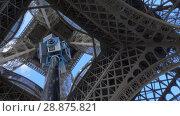 Купить «Shooting 360 degrees footage under the Eiffel Tower in Paris, France», видеоролик № 28875821, снято 29 сентября 2017 г. (c) Данил Руденко / Фотобанк Лори