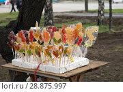 Купить «Самодельные леденцы на столике. Уличная торговля в городе», фото № 28875997, снято 9 мая 2018 г. (c) Светлана Попова / Фотобанк Лори