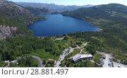 Купить «Парковка для посетителей утеса Прекестулен и начало пешего маршрута. Вид сверху на долину в горах. Норвегия», видеоролик № 28881497, снято 13 июля 2018 г. (c) Кекяляйнен Андрей / Фотобанк Лори