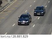 Купить «Черные автомобили со спецсигналом движутся по Пречистенской набережной. Район Якиманка. Город Москва», эксклюзивное фото № 28881829, снято 9 мая 2016 г. (c) lana1501 / Фотобанк Лори
