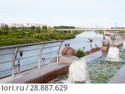 Купить «Tura River Embankment in Tyumen, Russia. The fountain in the foreground.», фото № 28887629, снято 2 августа 2018 г. (c) Землянникова Вероника / Фотобанк Лори