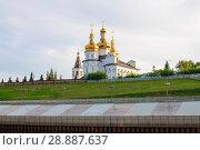 Купить «Tura River Embankment in Tyumen, Russia. Holy Trinity Monastery.», фото № 28887637, снято 2 августа 2018 г. (c) Землянникова Вероника / Фотобанк Лори