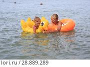 Купить «Children bathe in the sea», фото № 28889289, снято 28 июля 2018 г. (c) Типляшина Евгения / Фотобанк Лори