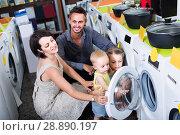 parents with two kids choosing washing machine in home appliance store. Стоковое фото, фотограф Яков Филимонов / Фотобанк Лори