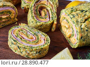 Купить «close-up of slices of delicious zucchini roulade», фото № 28890477, снято 23 июля 2018 г. (c) Oksana Zh / Фотобанк Лори