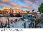 Купить «Санкт-Петербург. Вид на Аничков мост. View of the Anichkov Bridge», фото № 28891029, снято 4 июня 2018 г. (c) Baturina Yuliya / Фотобанк Лори