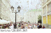 Купить «Nikolskaya street is a significant touristic place in the heart of Moscow», видеоролик № 28891361, снято 25 июля 2018 г. (c) Ирина Мойсеева / Фотобанк Лори