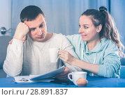 Купить «Couple struggling to pay bills», фото № 28891837, снято 18 марта 2017 г. (c) Яков Филимонов / Фотобанк Лори