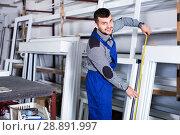 Купить «Professional labour with finished PVC profiles and windows at factory», фото № 28891997, снято 30 марта 2017 г. (c) Яков Филимонов / Фотобанк Лори