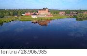 Купить «Старинная крепость города Хямеэнлинна на озере Ванаявеси июльским днем. Финляндия», видеоролик № 28906985, снято 24 июля 2018 г. (c) Виктор Карасев / Фотобанк Лори