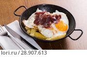 Купить «Broken eggs with Jabugo ham», фото № 28907613, снято 7 марта 2018 г. (c) Яков Филимонов / Фотобанк Лори