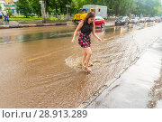 Купить «Russia, Samara, June 2018: A pedestrian crosses the road through deep water after a heavy rainfall.», фото № 28913289, снято 21 июля 2018 г. (c) Акиньшин Владимир / Фотобанк Лори
